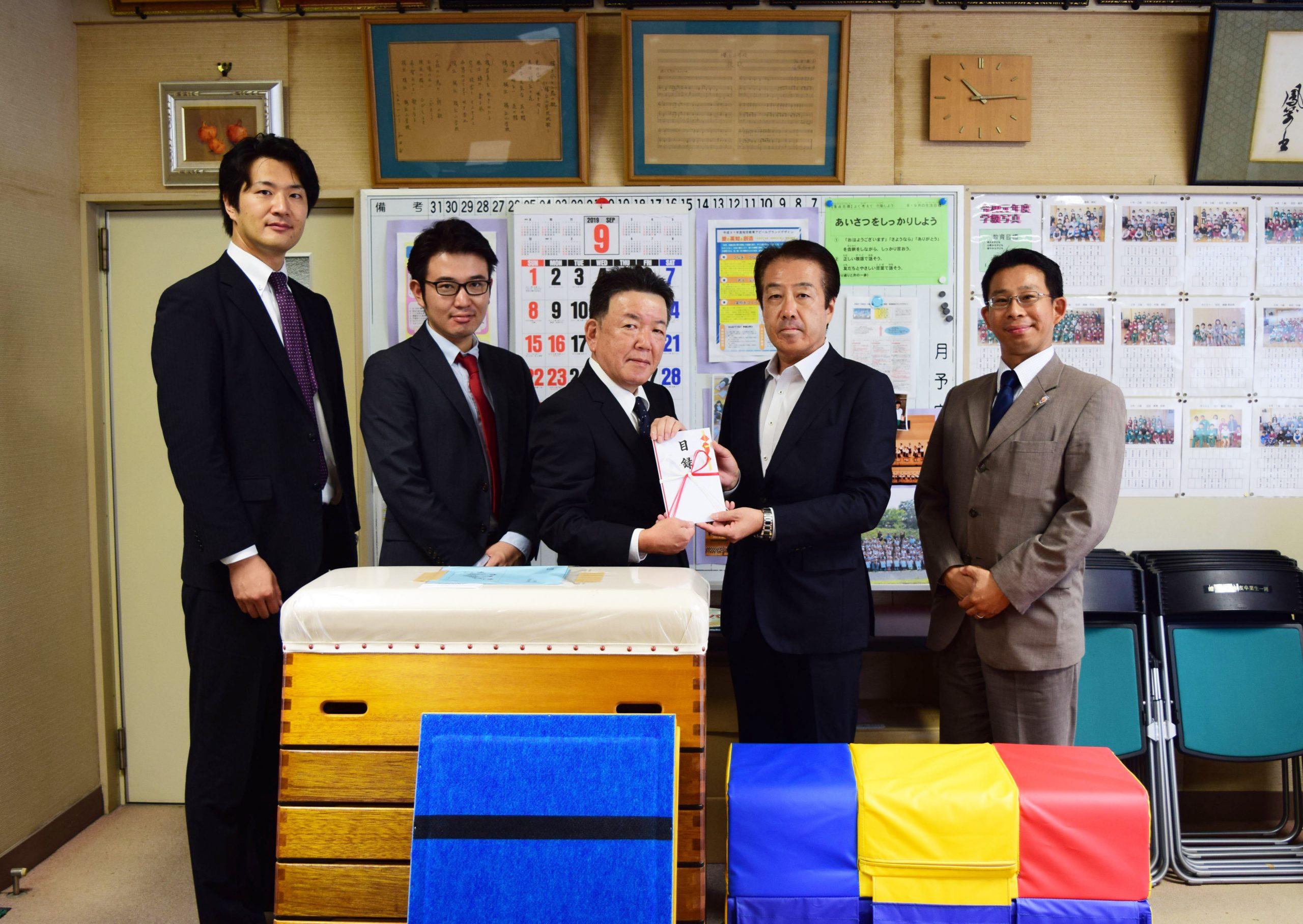 桜丘小学校へ跳び箱を寄贈しました